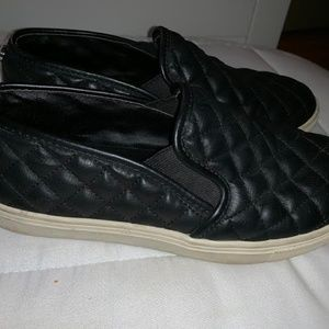 Steve Madden Black Quilted Shoes Size 7.5